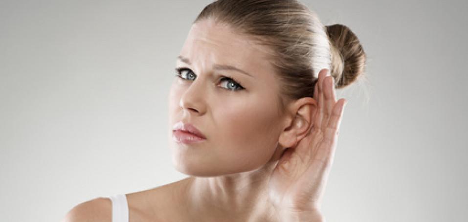 Eresku může provázet pískání nebo hučení v uších
