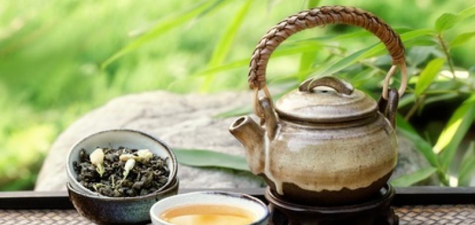 Zelený čaj pacientům s ereskou pomáhá. Ale nepijte ho moc!
