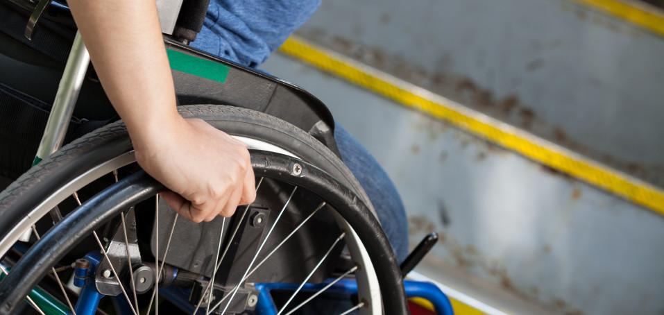 Invalidní vozík umí nemocným s roztroušenou sklerózou zlepšit život