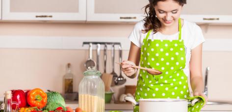 Sedm tipů, jak si usnadnit vaření s pohybovým omezením