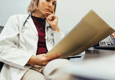 Laboratorní testy štítné žlázy: Jak je indikovat a interpretovat