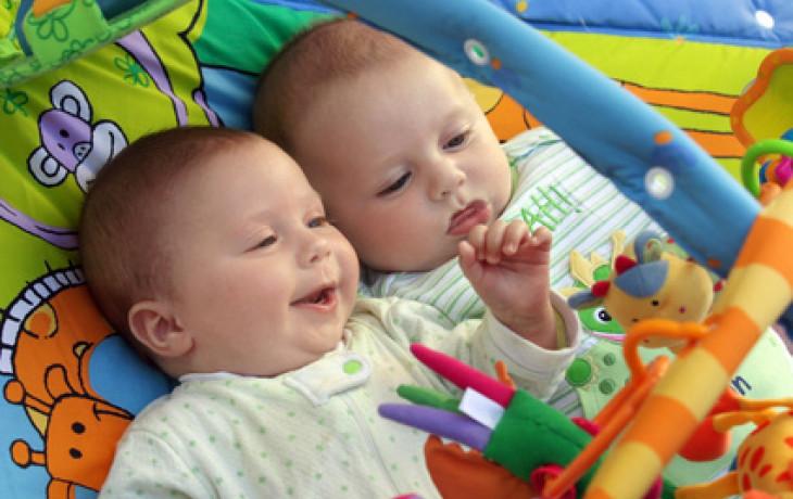 Pojištěním proti mnohočetným porodům po umělém oplodnění