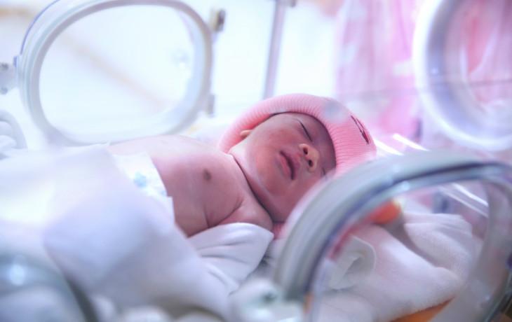 Předčasně narozené miminko od vás potřebuje hlavně lásku
